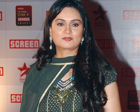 Padmini Kolhapure Family Pictures Husband Son Age Biography