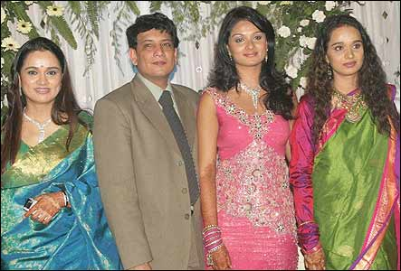 Padmini Kolhapure Family Pictures, Husband, Son, Age ...