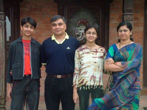 Sriti Jha Husband Name, Family Photos, Father, Mother, Biography