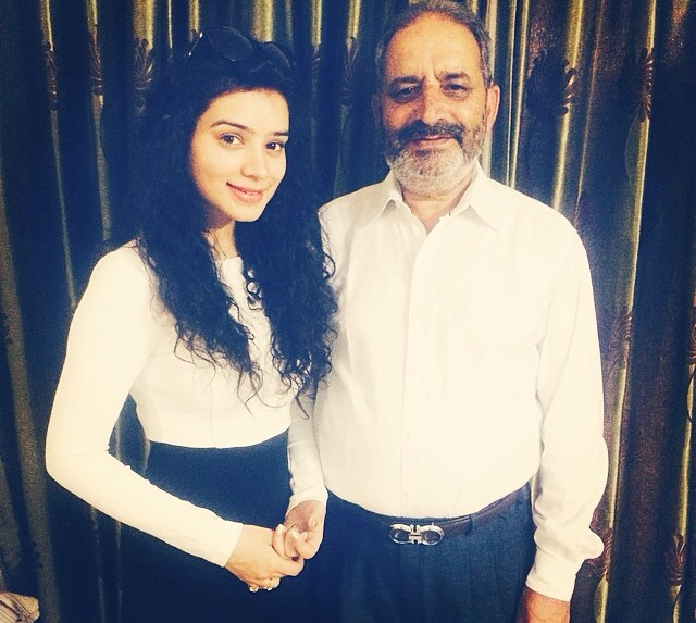 Sukirti Kandpal Family Photos, Father, Mother, Husband Name, Biography