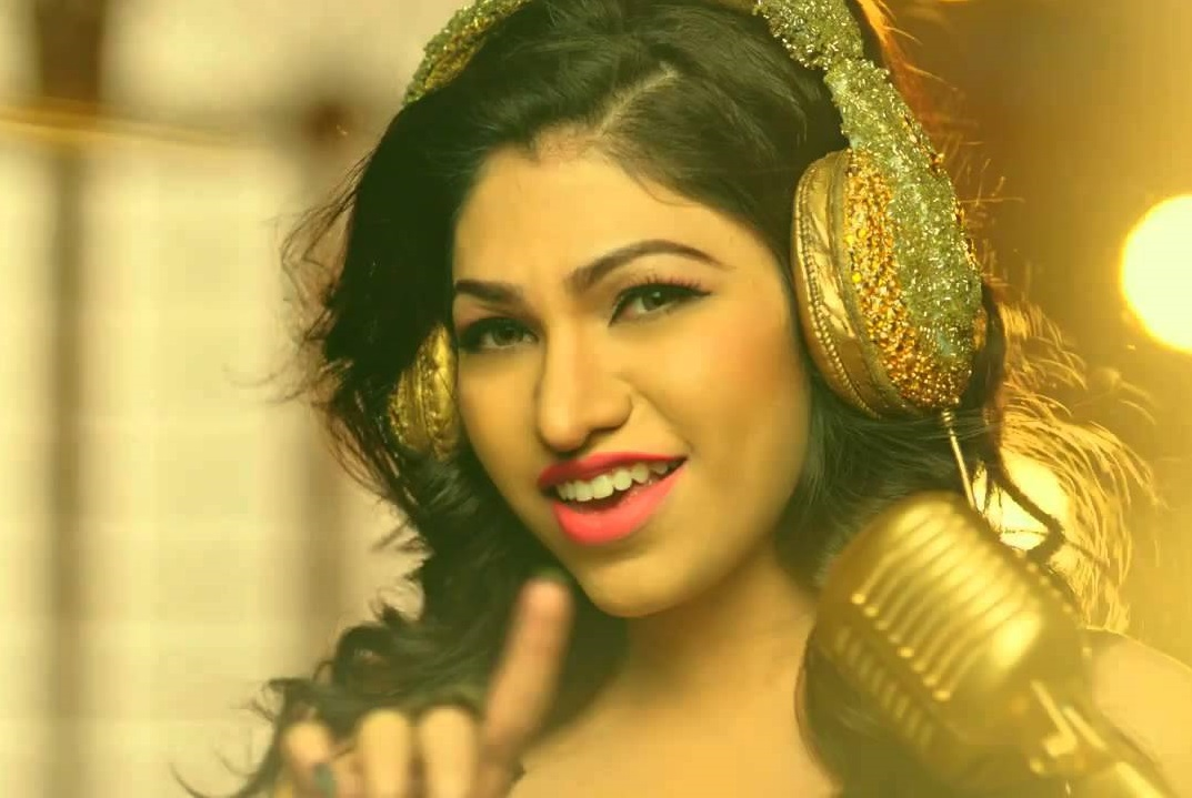 Tulsi Kumar Family Photos, Wedding, Husband, Age, Height, Sister
