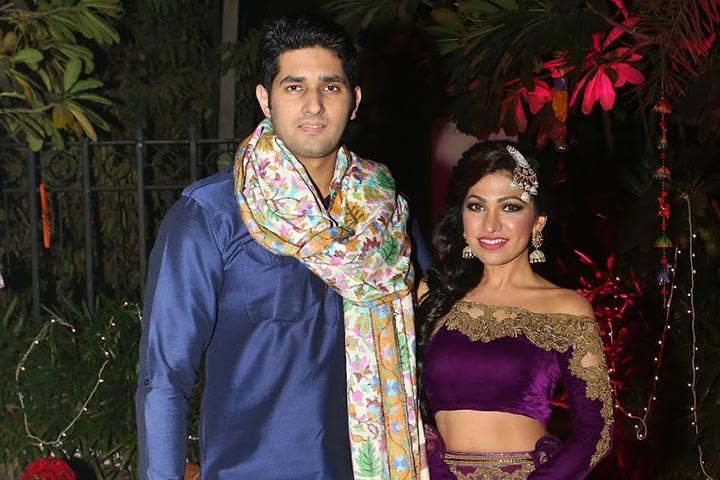 Tulsi Kumar Family Photos, Wedding, Husband,  Height, Sister