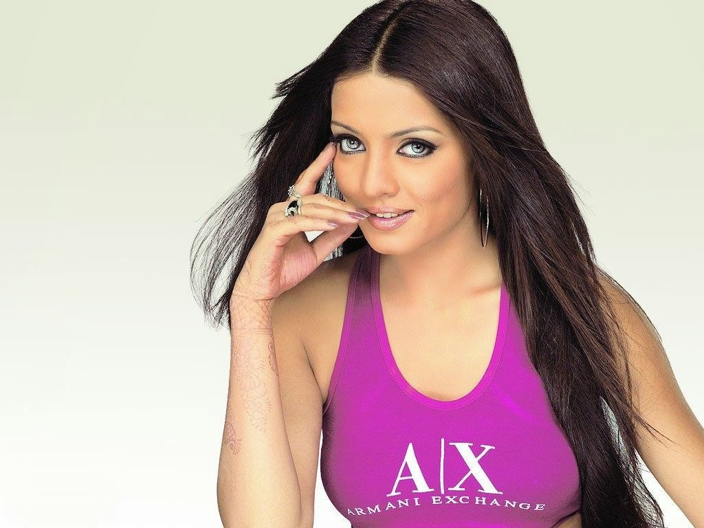 Celina Jaitley Family Photos, Husband, Twin Babies, Age