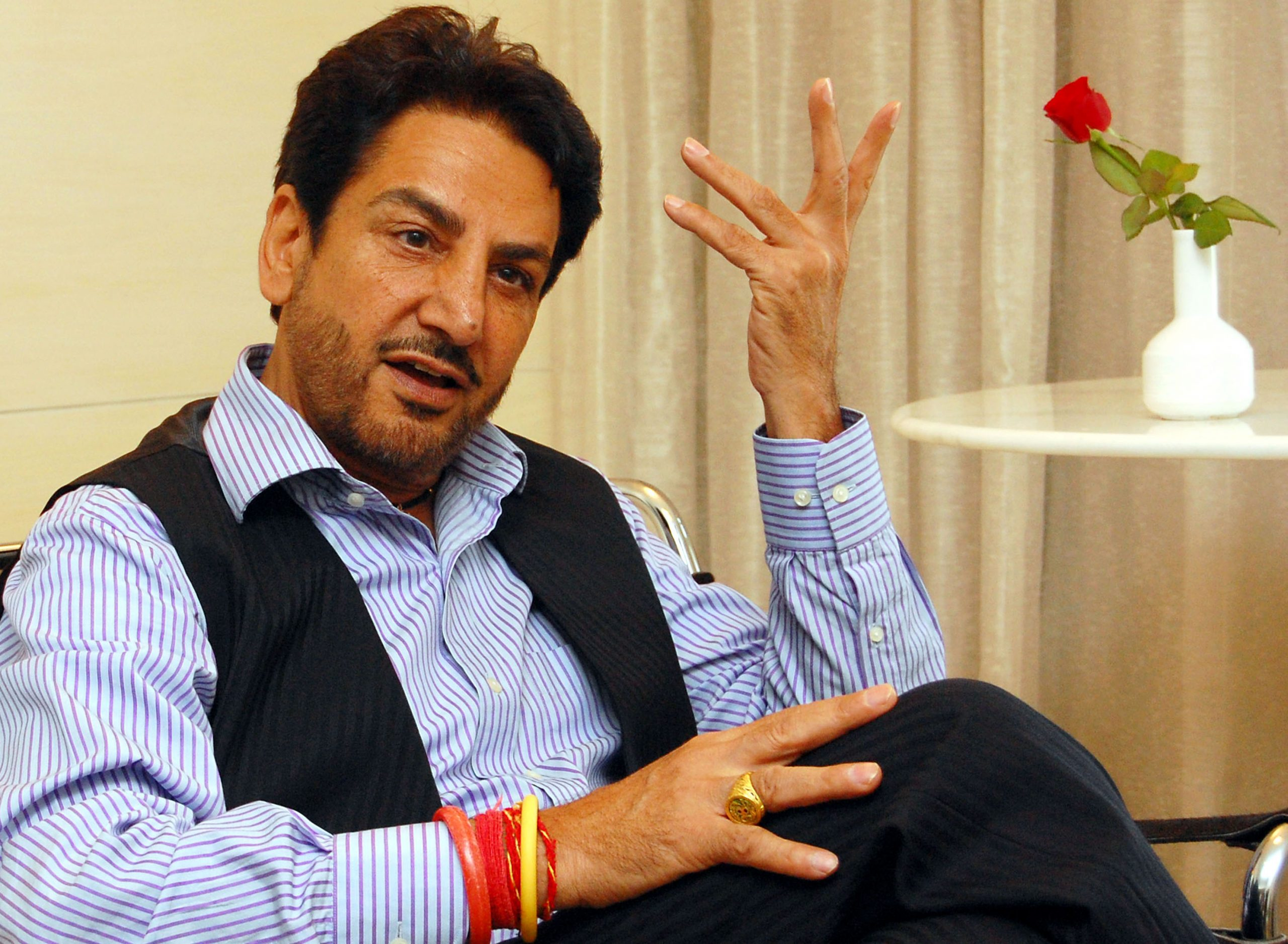 Gurdas Maan Family Pictures, Wife, Son, Bio Data, Height