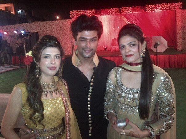 Kushal Tandon Family, Age, Height, Wife, Sister