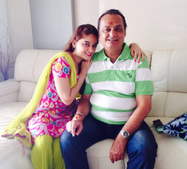 Mahi Vij Family Photos, Husband, Sister,  Height