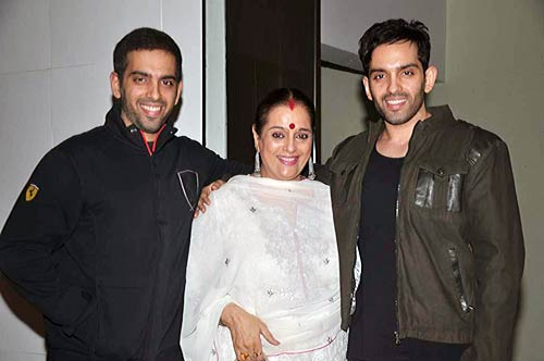 Poonam Sinha Family Photos,  Daughter, Sons, Age