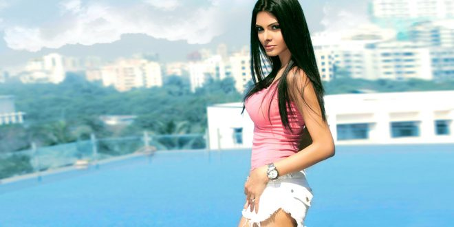 Sherlyn Chopra Family Photo, Father And Mother, Husband, Age-3549