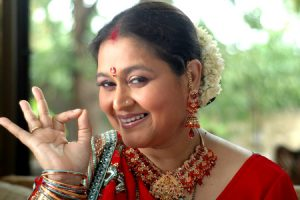 Supriya Pathak Family Photos, Husband, Daughter, Son, Age