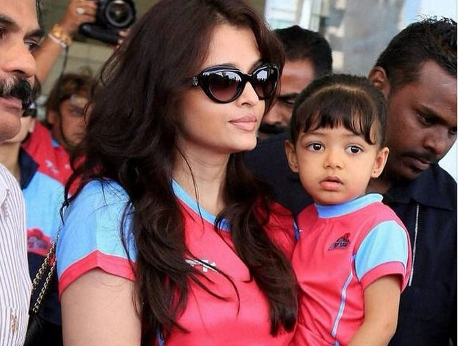 Bollywood Mummies With Their Babies Photos