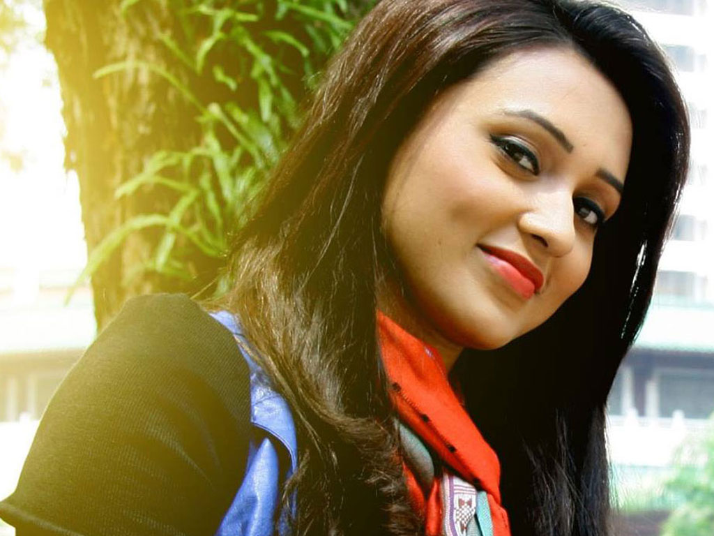 Mimi Chakraborty Family Pictures, Father Name, Husband, Age, Biography