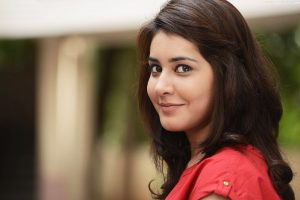 Raashi Khanna Family Photos, Father, Mother, Husband, Age, Height, Biography