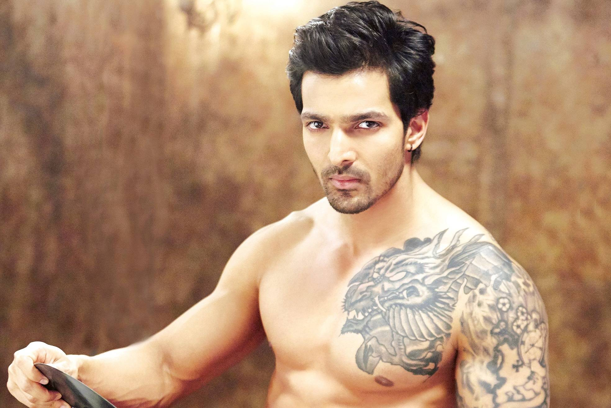 Harshvardhan Rane Family Photos, Father, Sister, Wife, Age, Height, Biography
