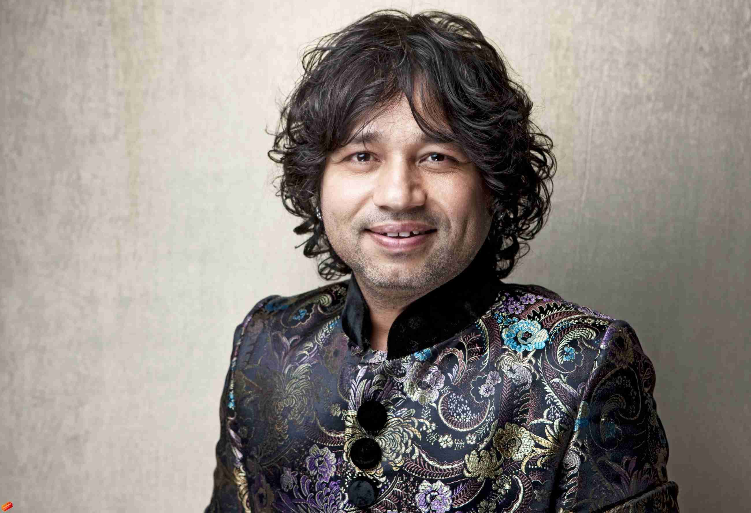 Kailash Kher Family Photos, Father, Mother, Wife, Son, Age, Height, Biography