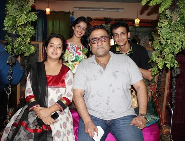Kunal Ganjawala Family Photos, Father, Mother, Wife, Age, Height, Biography