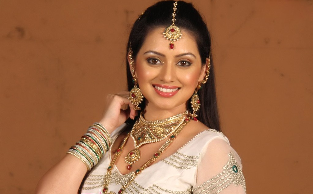Shruti Marathe Family Photos, Father, Husband, Age, Height, Weight, Biography