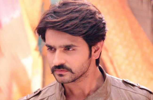 Ashish Sharma Family Photos, Wife, Father, Brother, Age, Height, Biography
