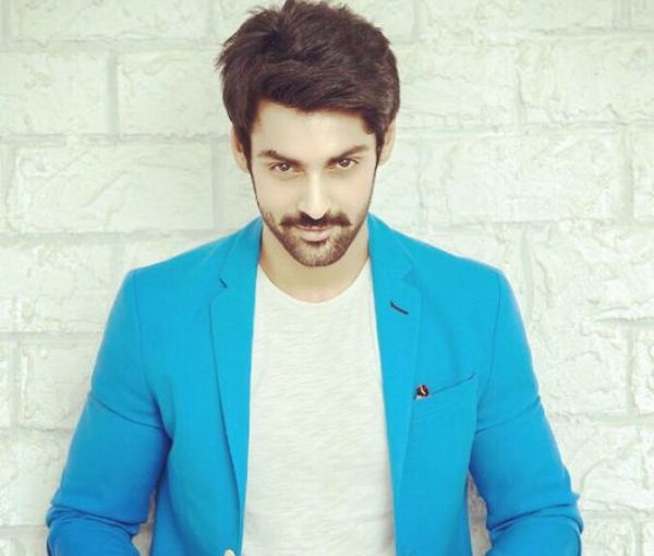 Karan Wahi Family Photos, Father, Mother, Sister, Wife, Age, Biography