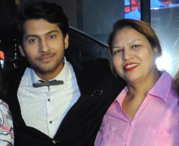 Namish Taneja Family Photos, Father, Mother, Wife, Age, Biography