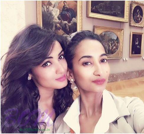 Sonal Chauhan Family Photos, Father, Mother, Husband, Age, Height