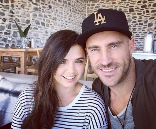 Faf du Plessis Family Photos, Father, Mother, Wife, Age, Biography