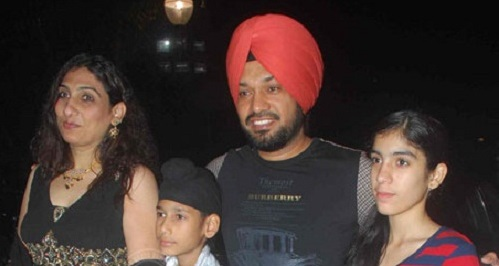 Gurpreet Ghuggi Family Photos, Father, Mother, Wife, Son, Daughter, Bio
