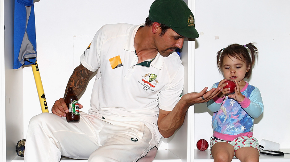 Mitchell Johnson Family Photos, Father, Mother, Daughter, Age, Biography