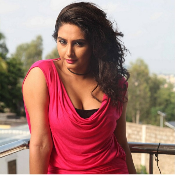 Ragini Dwivedi Family Photos, Father, Mother, Husband, Age ...