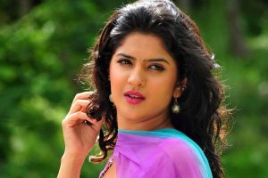 Deeksha Seth Family Photos, Father, Mother, Husband, Age, Height, Bio