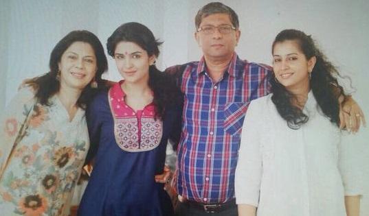 Deeksha Seth Family Photos, Father, Mother, Husband, Age, HeightDeeksha Seth Family Photos, Father, Mother, Husband, Age, Height
