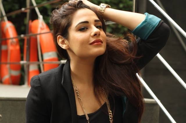 Mandy Takhar Family Photos, Husband, Surname, Birthday, Biography