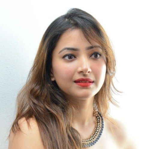 Shweta Basu Prasad Family Photos, Father, Mother, Husband, Age, Height, Bio