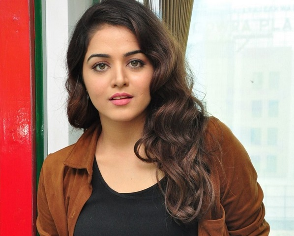 Wamiqa Gabbi Family Photos, Father Name, Husband, Age, Height