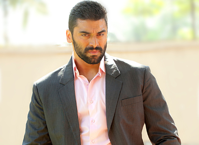 Nikitin Dheer Family Photos, Wife, Father, Mother, Son, Age, Height, Bio