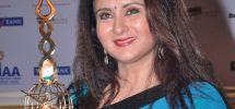 Poonam Dhillon Family Photos, Husband, Son, Daughter, Father, Age, Biography
