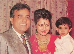 Poonam Dhillon Family Photos, Husband, Son, Father, Age, Biography