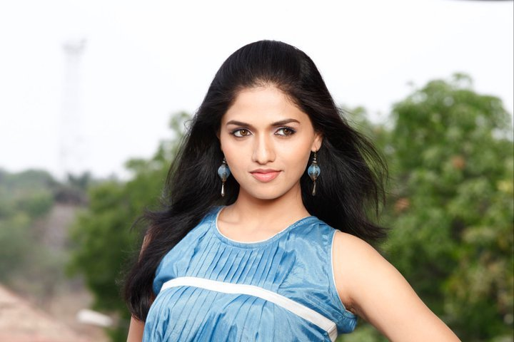 Sunaina Yella Family Photos, Father, Mother, Husband, Age, Height, Bio