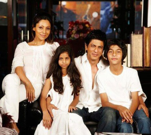 Aryan Khan Family Photos, Father, Mother, Sister, Girlfriend, Age, Bio