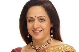 Hema Malini Family Picture, Husband, Daughter, Son, Father, Age, Height, Bio