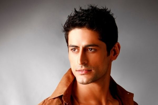 Mohit Raina Family Photos, Wife, Son, Daughter, Father, Age, Height, Bio