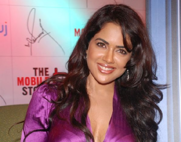 Sameera Reddy Family Photos, Husband, Father, Mother, Son, Age, Height, Bio
