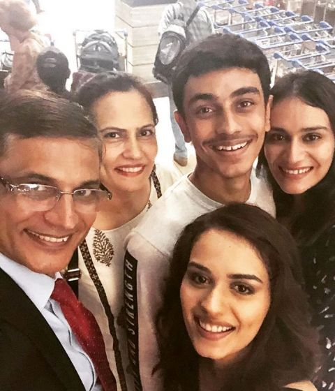 Manushi Chhillar Age, Siblings, Education