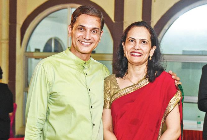 Manushi Chhillar Family Photos, Parents